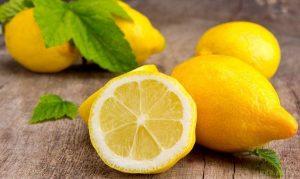 Медики розповіли, чому потрібно щодня їсти лимони